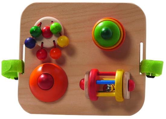 Bunte Spiel- und Motoriktafel aus Holz für Babys als Weihnachtsgeschenk-Idee.