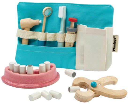 Kleine Kinder lieben Rollenspiele. Dieses Zahnarzt-Set ist mein Favorit.